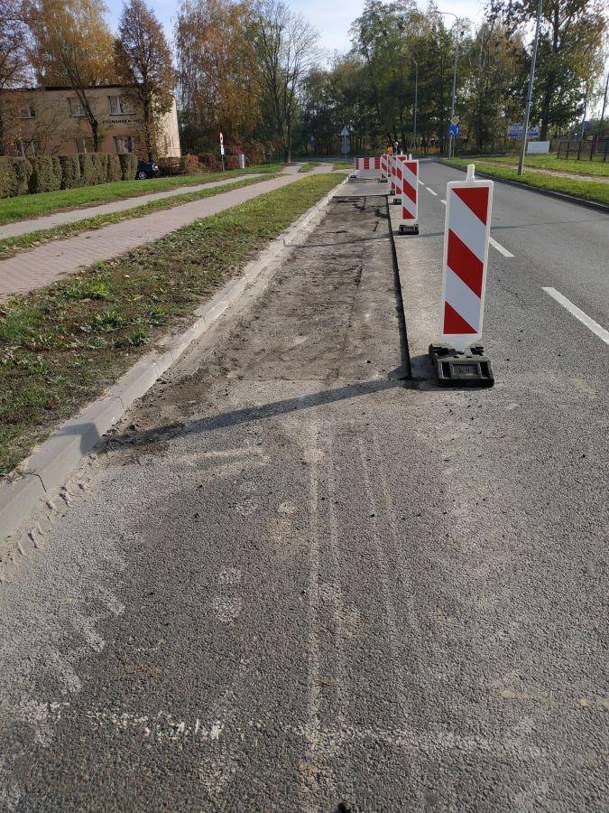 zerwana nawierzchnia na ulicy Poznańskiej