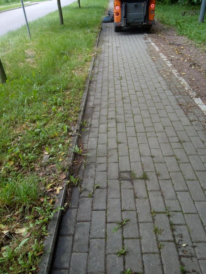 czyszczenie chodnika na grobli jednaczewskiej