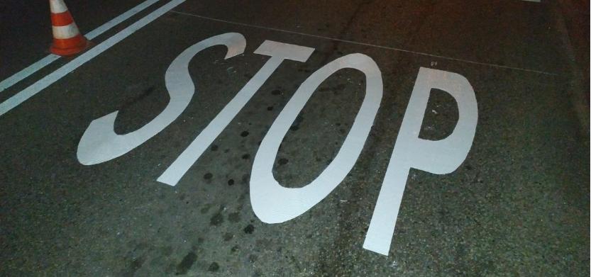 oznakowanie znakiem STOP przy przejeździe kolejowym