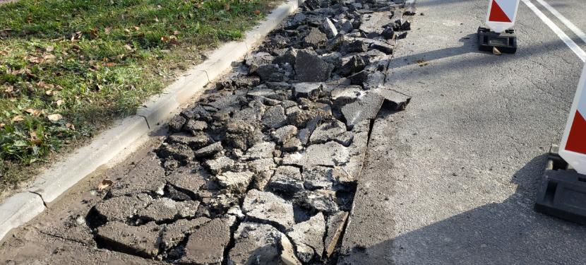 uszkodzona nawierzchnia na ulicy Poznańskiej