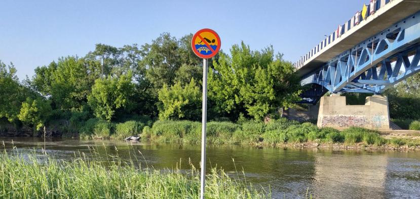 zabezpieczenie obszarów wodnych w okolicy mostu