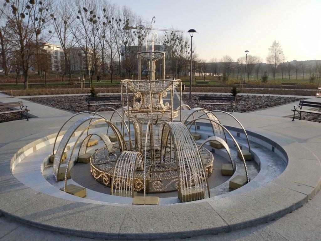 świąteczna złota fontanna