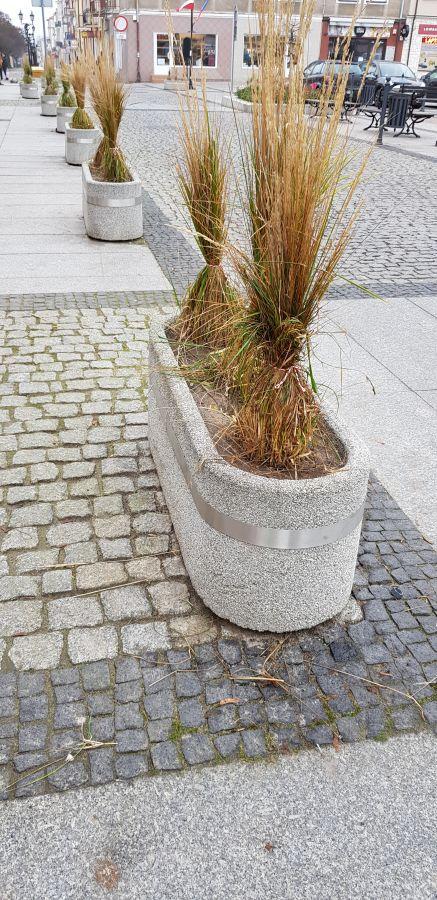 związane trawy ozdobne na starym rynku